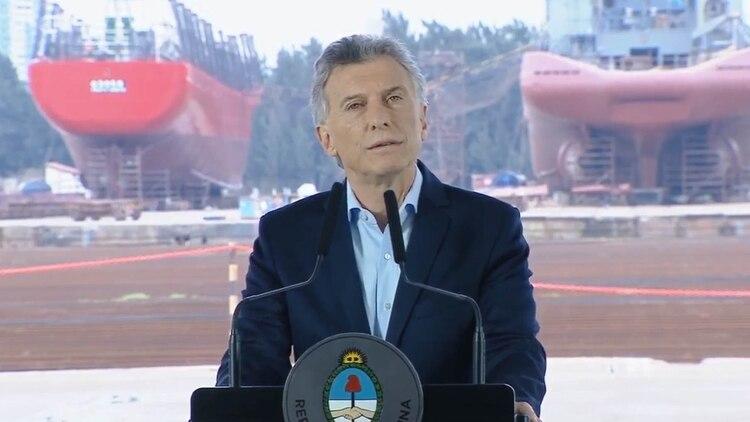 El Presidente Macri durante la botadura de un buque en TANDANOR