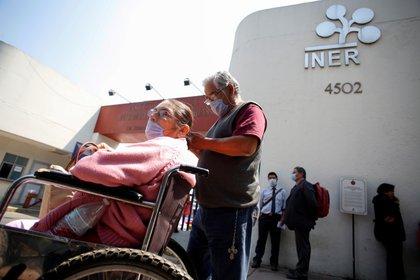 Los adultos mayores han sido el sector más afectado de la población por la contingencia de coronavirus (Foto: Gustavo Graf/ Reuters)