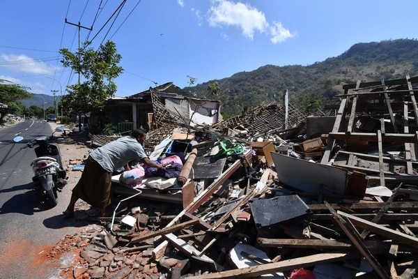 Miles de personas quedaron bajo los escombros (AFP)