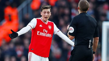 """Soccer Football - Premier League - Arsenal v Chelsea - Emirates Stadium, London, Britain - December 29, 2019 Arsenal's Mesut Ozil reacts as referee Craig Pawson looks on REUTERS/Eddie Keogh  EDITORIAL USE ONLY. No use with unauthorized audio, video, data, fixture lists, club/league logos or """"live"""" services. Online in-match use limited to 75 images, no video emulation. No use in betting, games or single club/league/player publications.  Please contact your account representative for further details."""