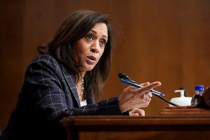Harris durante una audiencia del Senado. Foto: REUTERS/Al Drago