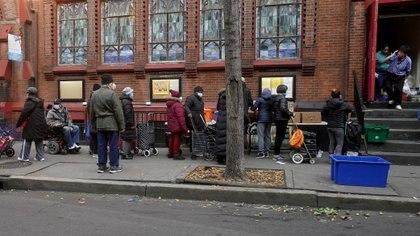La pobreza, uno de los efectos de la devastación de la pandemia en la eocnomía global (REUTERS/Carlo Allegri)