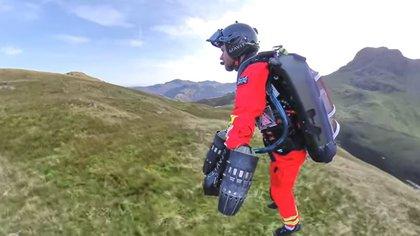 Gravity Industries, la compañía del inventor Richard Browning, probó un traje jet con el Great North Air Ambulance Service (GNAAS) del Reino Unido para un traje jet que permite el rescate de personas en áreas remotas.  INDUSTRIAS DE YOUTUBE / GRAVEDAD
