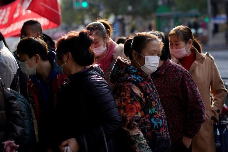 El uso de la mascarilla es casi total en Shanghai, China (Reuters)