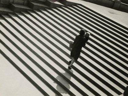 """""""Escaleras"""" de 1929. Imagen inspirada en la famosa escena de las escaleras de Odessa de el """"Acorazado Potemkin"""", en la que trabajó como fotógrafo"""