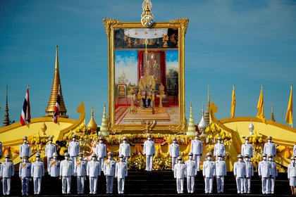 Tailandia celebra el 68 cumpleaños del Rey Vajiralongkorn sin su presencia (EFE/EPA/DIEGO AZUBEL)