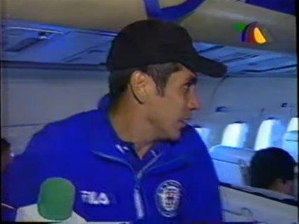 Campos se adueñó del equipo de Faitelson y empezó a improvisar entrevistas(Foto: YouTube/David Faitelson)