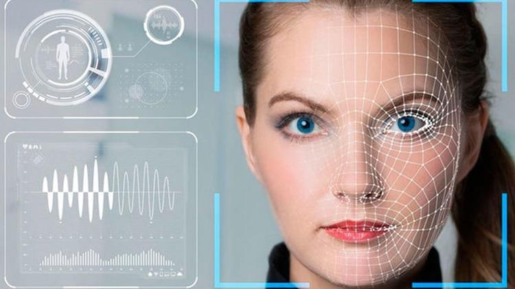 Existen innumerables sistemas potenciados por reconocmiento facial, uno de los tantos es iBorderCtrl que fue creado por la compañía European Dynamics, con el fin de ser utilizado por agentes de control fronterizo.