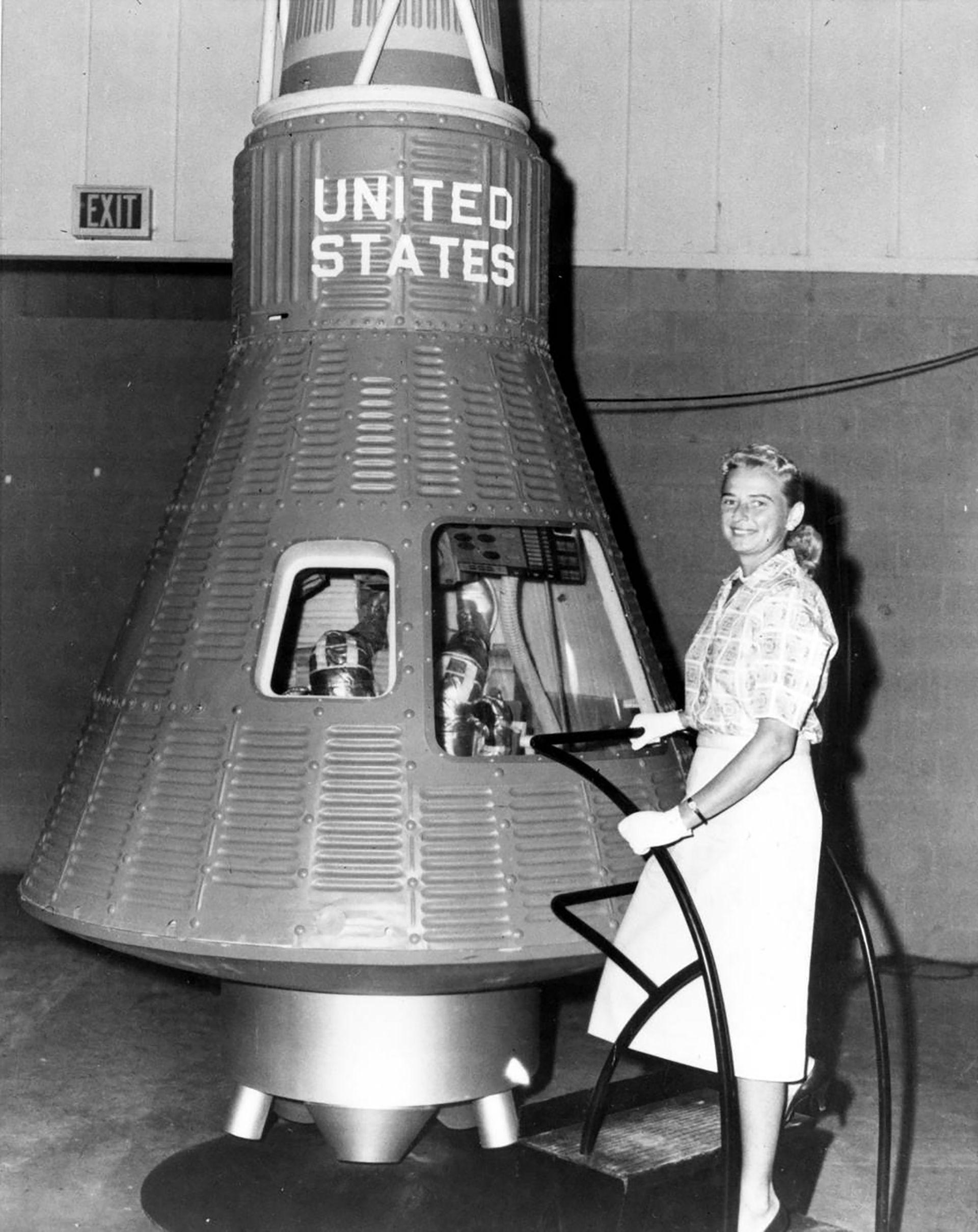 En 1960 el doctor Lovelace decidió estudiar en su clínica privada a Jerrie Cobb, una piloto de 30 años que se encontraba entre las mejores de su país. Los resultados de Cobb fueron sorprendentes. En muchos de los rubros superiores a los de los hombres (NASA)
