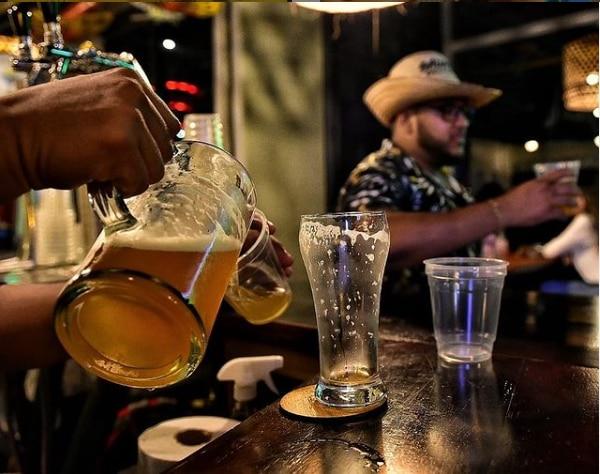 Borrachera sana y sin resaca, la promesa de Alcarelle la bebida que quiere remplazar al alcohol