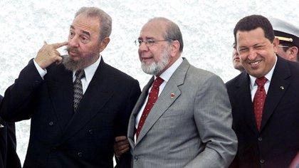 FOTO DE ARCHIVO: Los fallecidos presidentes Fidel Castro, Gustavo Noboa y Hugo Chávez (NA)