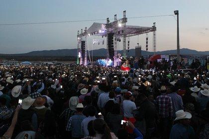 Música y smartphones, infaltables en un evento viral(EFE)