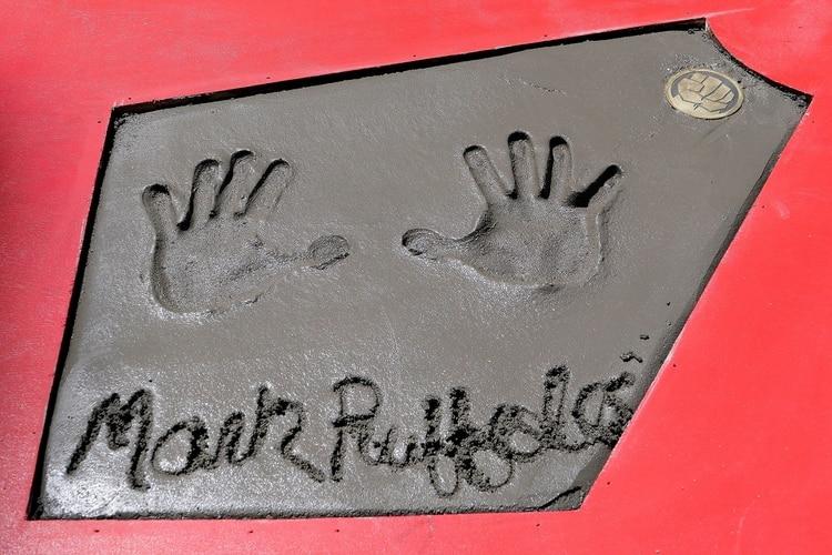 La firma y manos deMark Ruffalo