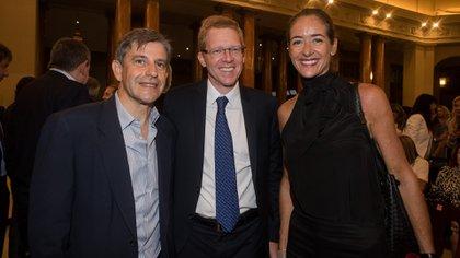 Franco Moccia, del Gobierno de la Ciudad, el presidente del BAPRO, Juan Curutchet y Agustina Ayllón (Adrián Escandar)
