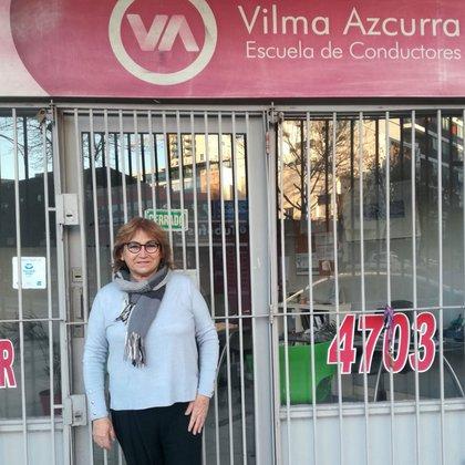 Vilma Azcurra frente a su escuela de manejo en Núñez