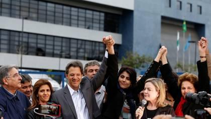 Haddad junto a Manuela d'Avila, su compañera de fórmula (Reuters)
