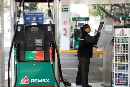 Las gasolinas se han vendido mas desde junio (Foto: REUTERS / Edgard Garrido)