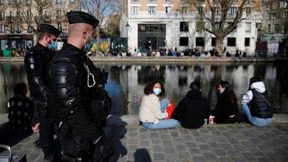 Francia multará con 1.500 euros a los viajeros procedentes de Argentina, Brasil y Chile que incumplan la cuarentena