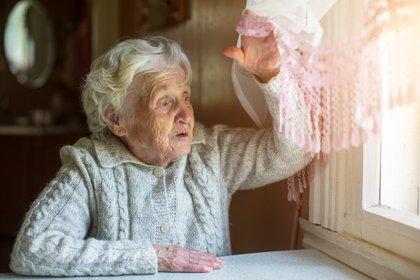 No debe haber personas mayores de 60 años en la misma vivienda (Shutterstock)
