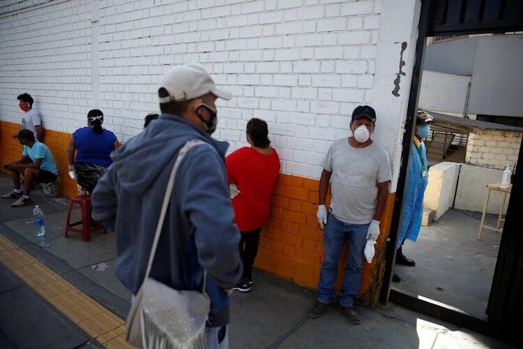 Perú es uno de los países más golpeados por el coronavirus junto a Brasil y Ecuador (REUTERS/Sebastian Castaneda)