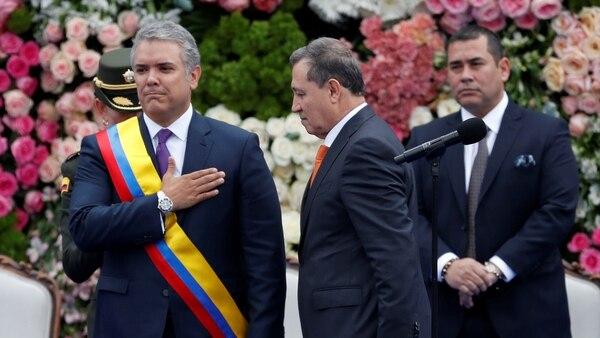Iván Duque y el titulardel Senado, Ernesto Macías, durante la jura presidencial (Reuters)