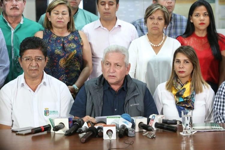 El gobernador de Santa Cruz, Rubén Costas, presenta ley para declarar pausa ambiental en la zona afectada por el fuego