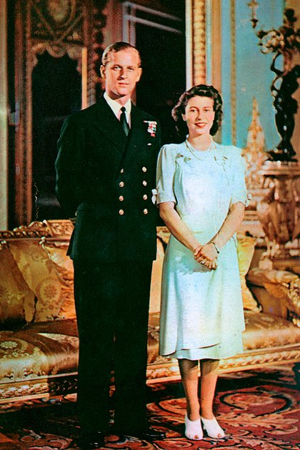 Una de las fotografías de compromiso oficial tomadas para conmemorar el anuncio del compromiso de la princesa Isabel con Philip Mountbatten el 9 de julio de 1947 en el Palacio de Buckingham