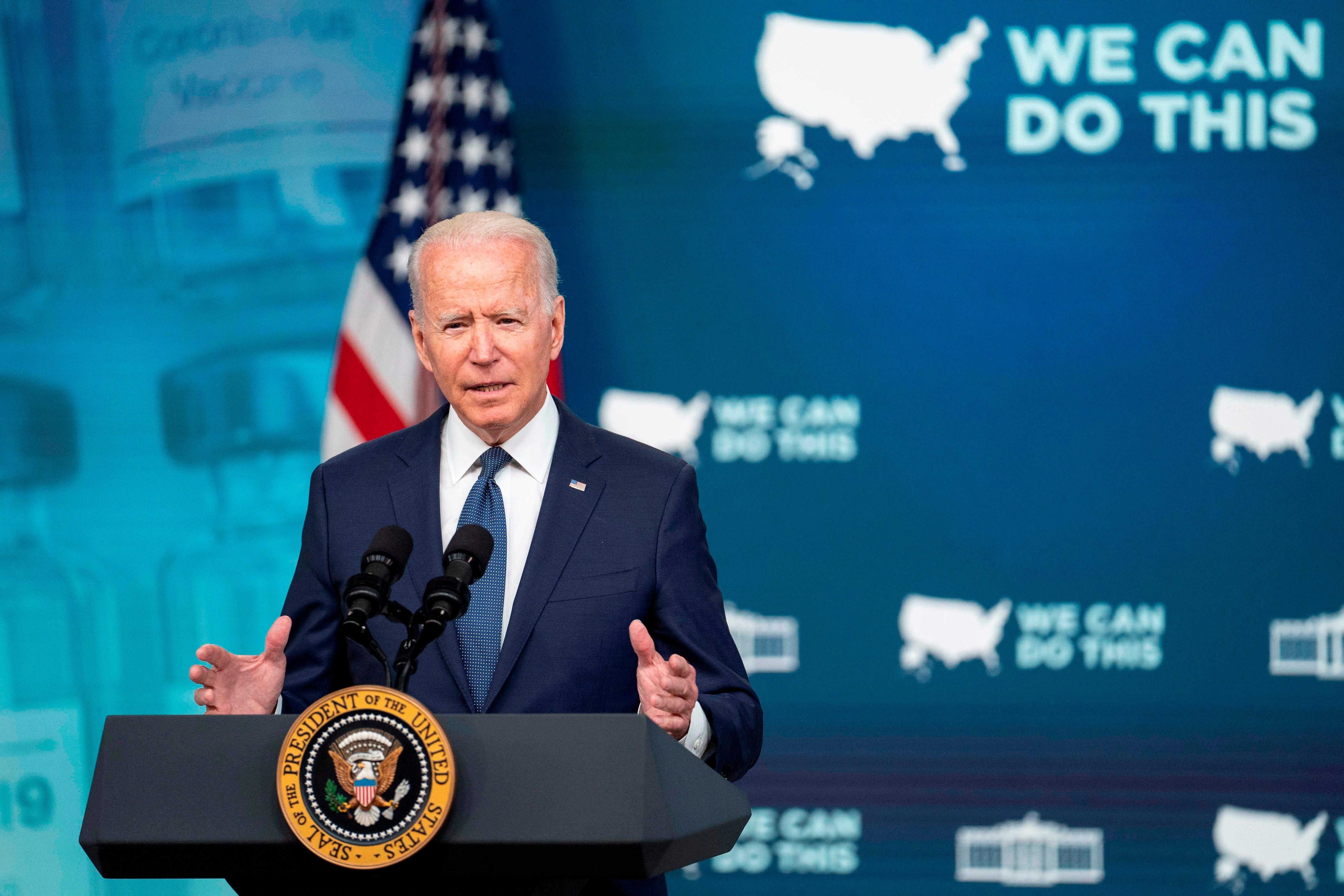 El presidente de Estados Unidos, Joe Biden, habla en conferencia de prensa en el Eisenhower Executive Office Building, en Washington (EE.UU.). EFE/EPA/SARAH SILBIGER/POOL
