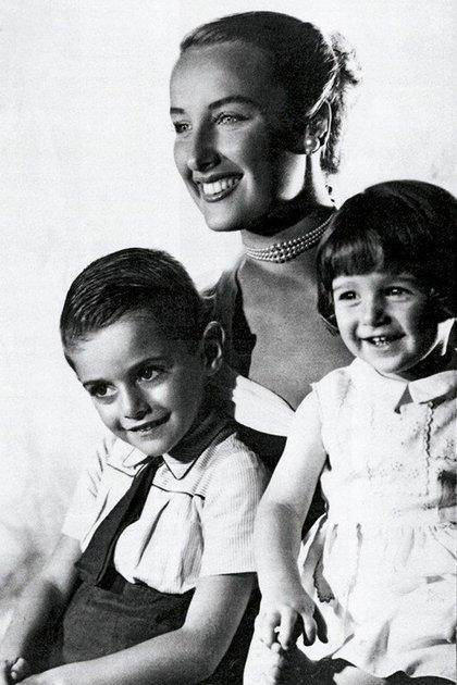 Con sus hijos, Daniel y Marcela
