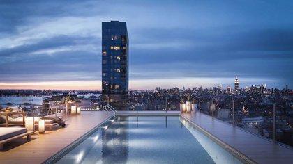 Sin duda, lo más destacado de la propiedad es la piscina privada en la azotea, ubicada en una de las dos terrazas
