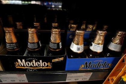 Un empleado de Grupo Modelo señaló que aún no inicia la distribución de cerveza al menos hasta este lunes (Foto: Mario Anzuoni/ Reuters)