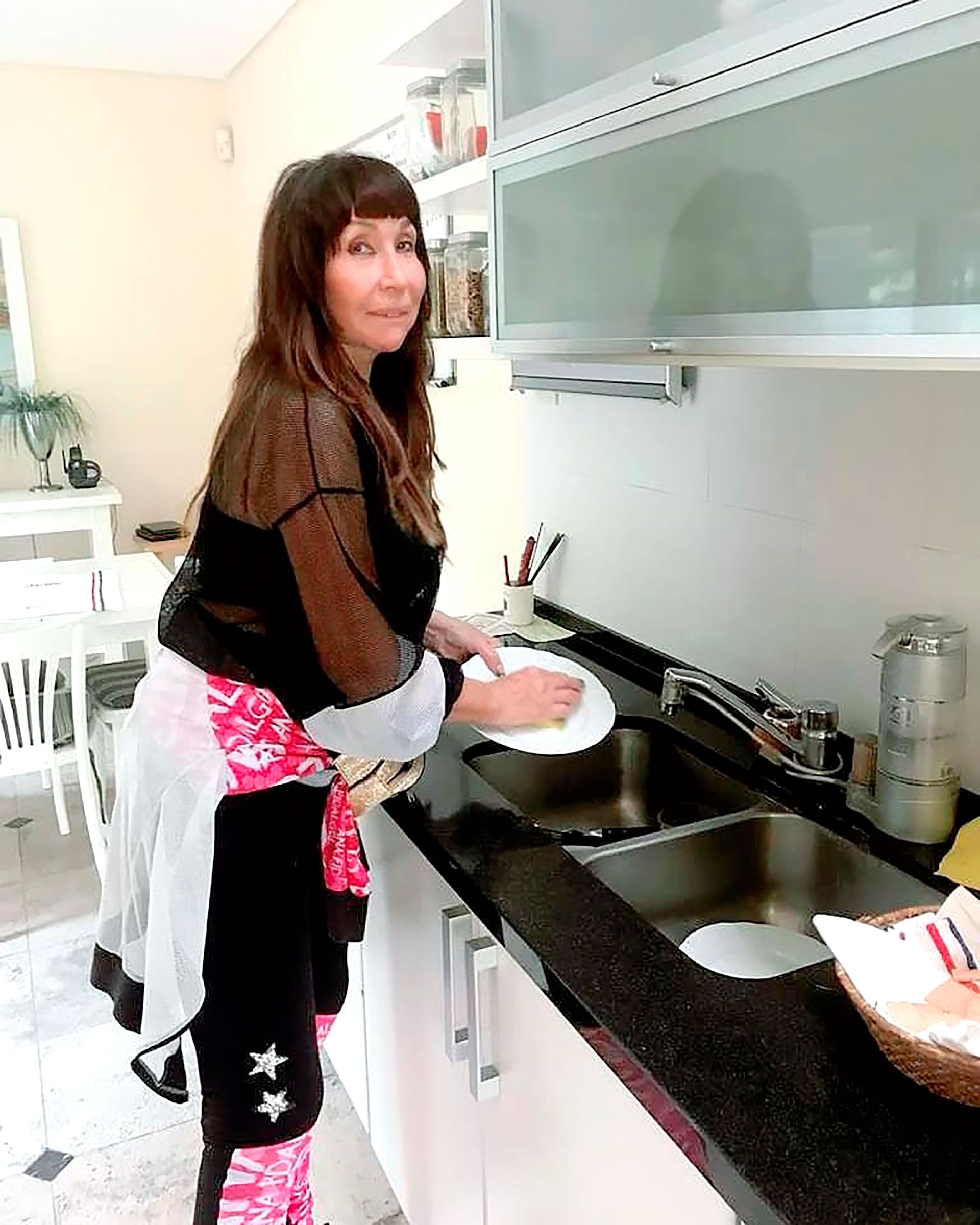 moria-casan-lavando-los-platos