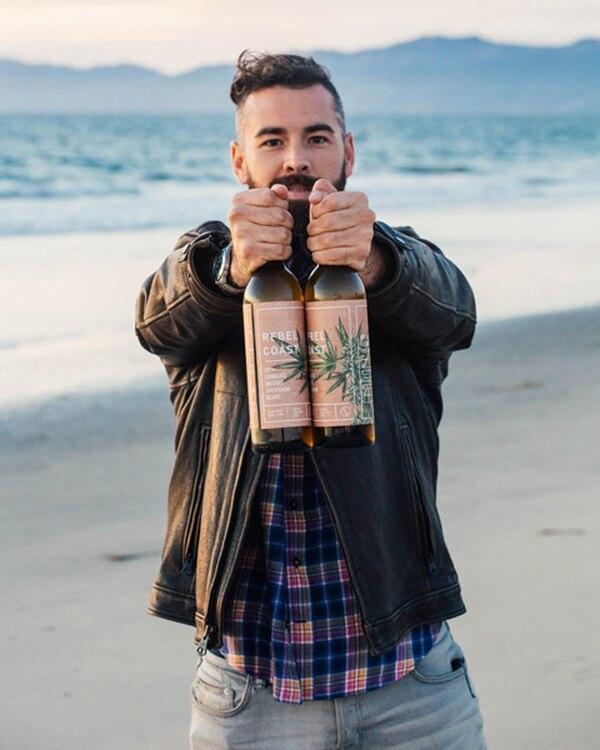 Alex Howe,co-fundador de la bodega que cambia el alcohol por el principio psicoactivo del cannabis en un sauvignon blanc. (Rebel Coast)