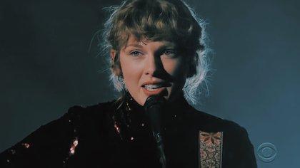 Swift estilizó su look de la noche (Foto: Captura de Pantalla)
