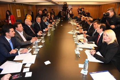 Reunión plenaria de los gobernadores de la oposición adonde se decidió la presentación judicial contra las últimas medidas económicas del gobierno. (Maximiliano Luna)