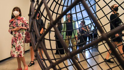 """""""Globe"""", de la artista palestino-británica Mona Hatoum"""