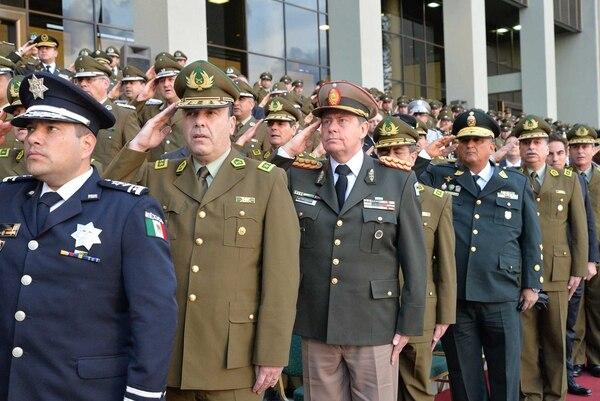 El comandante Otero junto a sus pares de distintas fuerzas de seguridad de la región en la Cumbre de Ameripol. Foto:gentileza GN.