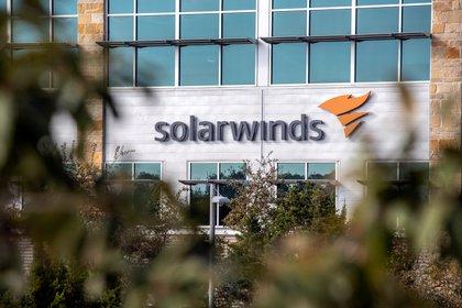 El logo de SolarWinds en sus oficinas de Austin, Texas. REUTERS/Sergio Flores/File Photo