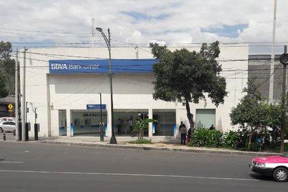 Una empleada de la sucursal BBVA 3497 fue sometida por un grupo de delincuentes que logró un botín de 10,000,000 de pesos (Foto: Google Maps)