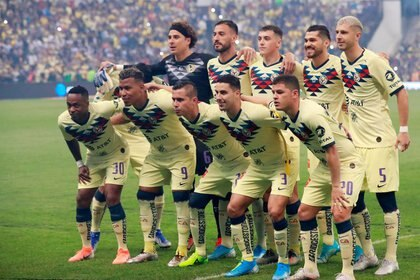 Foto de archivo de jugadores del América antes de disputar un partido en México. Estadio Azteca, Ciudad de México. 29 de diciembre de 2019. REUTERS/Henry Romero