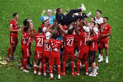 Hansi Flick ha llevado al Bayern Munich a ganar la Bundesliga, la Copa Alemana y la Champions League (REUTERS)