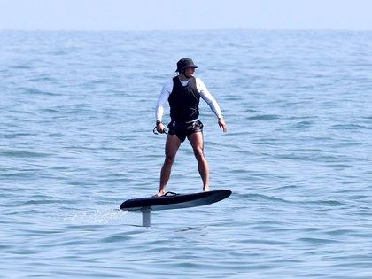 Amante de los deportes acuáticos, Orlando Bloom aprovechó para surfear en la playa de Santa Bárbara. El actor disfrutó de un día de relax, tras haber sido papá de Daisy Dove Bloom, su primera hija con Katy Perry (Foto: Backgrid / The Grosby Group)