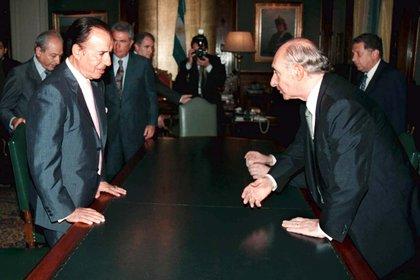 Peronistas y radicales. El ex presidente Carlos Menem y una visita a Fernando De la Rúa cuando aún era mandatario