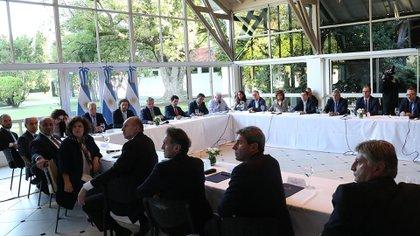 Alberto Fernándes se reunió con los gobernadores la semana pasada cuando decidió declarar la cuarentena obligatoria
