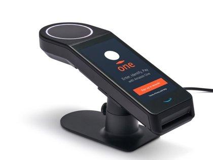 El dispositivo permitirá vincular la palma de la mano con una tarjeta de crédito (Amazon)