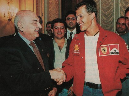 Froilán y Michael Schumacher. Fue en la previa del Gran Premio de la República Argentina de 1997 (Archivo CORSA).