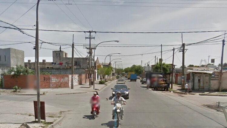 La esquina en la que fueron asesinados los tres integrantes de la familia.