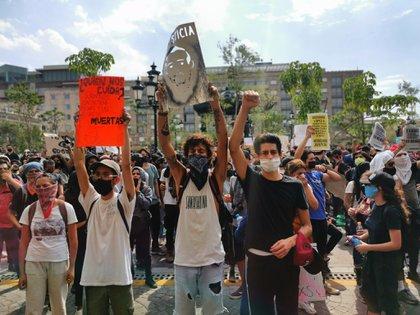 Manifestantes en Jalisco este sábado durante la tercera jornada de protestas (Foto: Twitter)