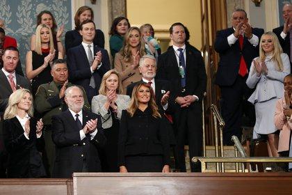 La Primera Dama Melania Trump es aplaudida por los invitados.  (LEAH MILLIS / POOL / AFP)