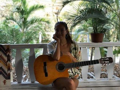 Mariana dejó el cemento para conectarse con lo que más ama: la naturaleza salvaje, algo que cultivó desde su infancia